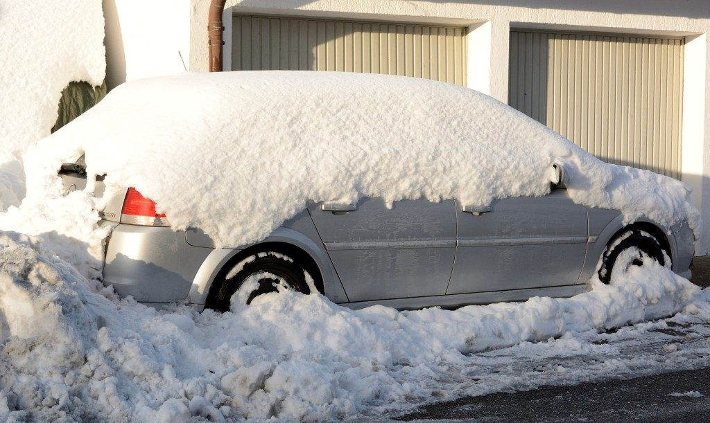 snowy-car